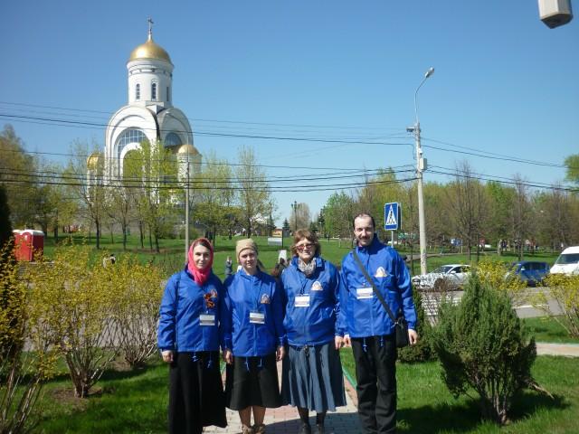 Волонтеры Елисаветинского храма на дежурстве у храма великомученика Георгия Победоносца
