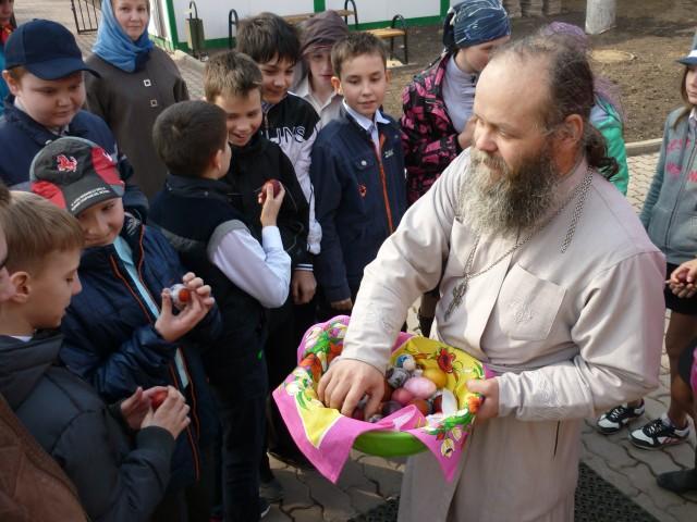 Пасхальные мероприятия Елисаветинского храма для школьников