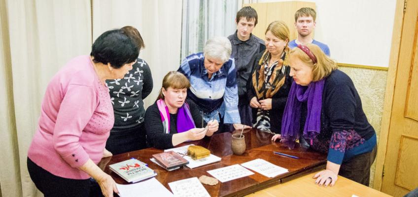Занятия по церковнославянскому языку на Духовно-просветительских курсах
