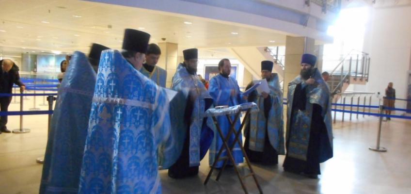 Молебен перед Владимирской иконой Пресвятой Богородицы в Манеже