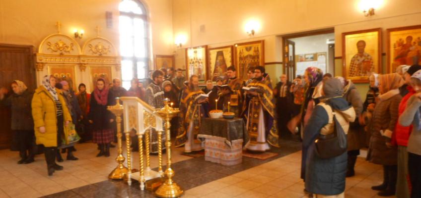 Память великомученика Феодора Тирона в первую седмицу Великого поста.