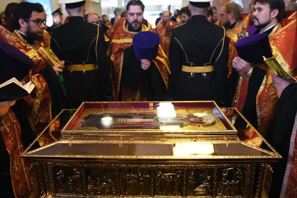 Ковчег с частью мощей святителя Николая Чудотворца принесен в Россию