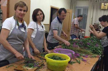 Волонтеры заготовили Иван-чай для своих встреч