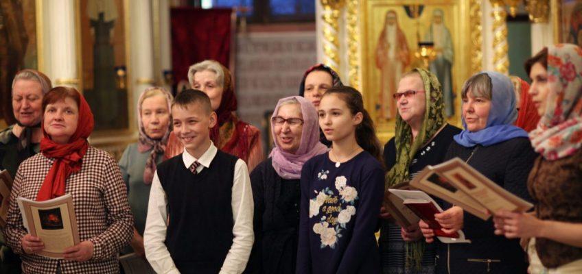 Объявление — Все прихожане и гости Храма приглашаются на Литургию с народным пением