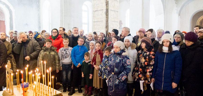 Единение прихода: Литургия с народным пением и собрание