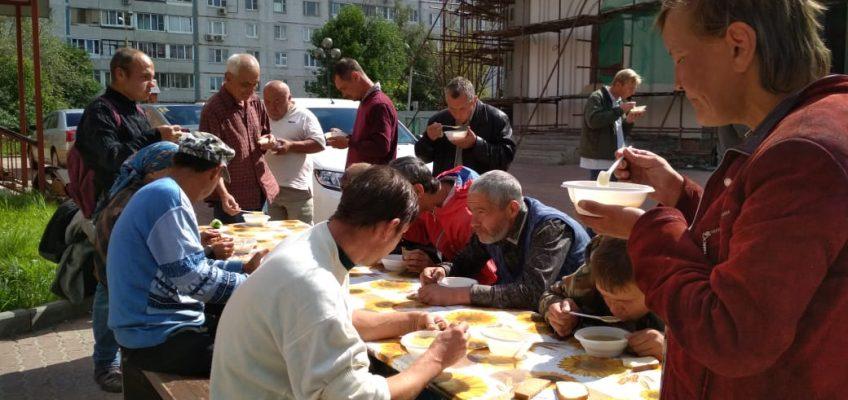 Помощь нуждающимся от добровольцев Храма