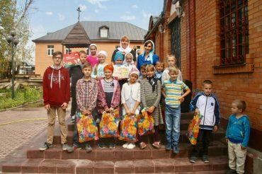 Акция «Помоги собрать ребенка в школу» поздравила маленьких прихожан нашего храма
