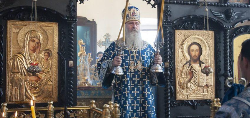 Управляющий викариатством Новых территорий гор. Москвы, архиепископ Каширский Феогност совершил Божественную Литургию в Успенском храме в Александрове