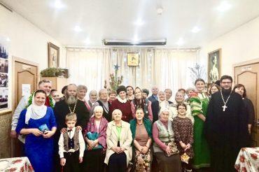 Рождественский праздник для пожилых людей