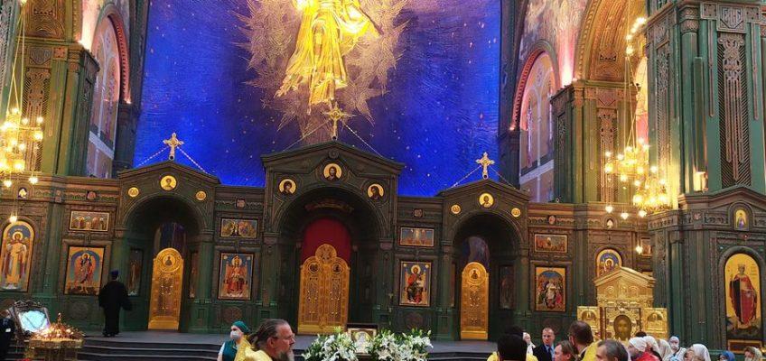 Молебен перед мощами святителя Луки (Войно-Ясенецкого) в Главном Храме Вооруженных Сил Российской Федерации